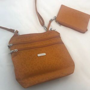Baggallini purse and matching coin purse